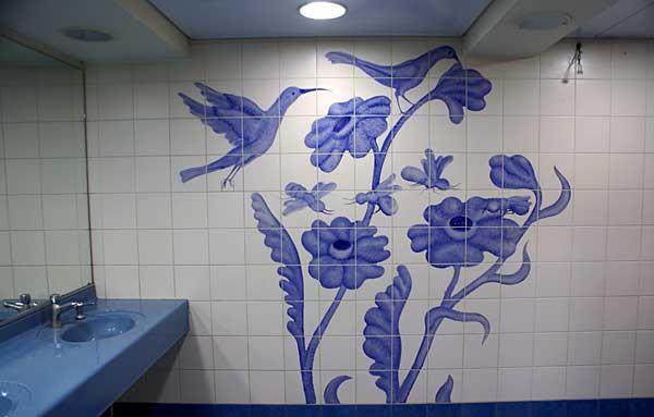 Как расписать стены в туалете своими руками 24